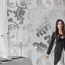 Fehér mozaik és ezüst