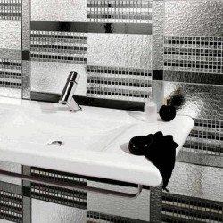 mosdó és ezüst mozaik