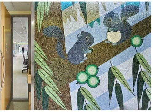 Játékos SICIS mozaik kép, amely antibakteriális burkolat